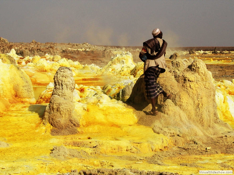 afar-elder-sulfur-pool-asale-lake-ethiopia