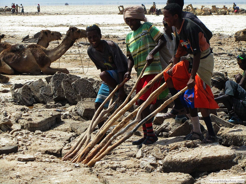 afar-men-lifting-salt-crust-asale-lake-ethiopia