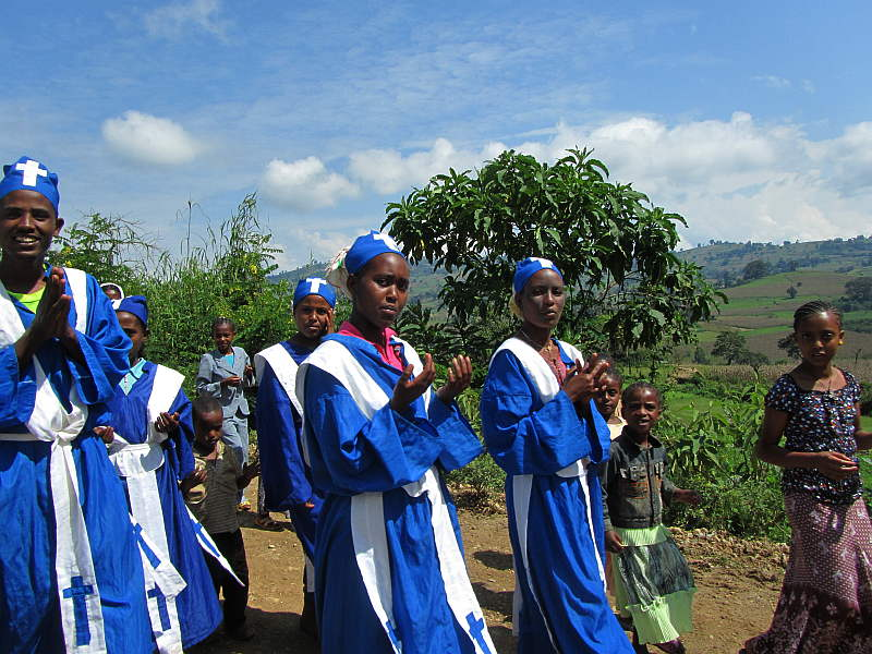 on-the-way-to-ethiopian-church_small