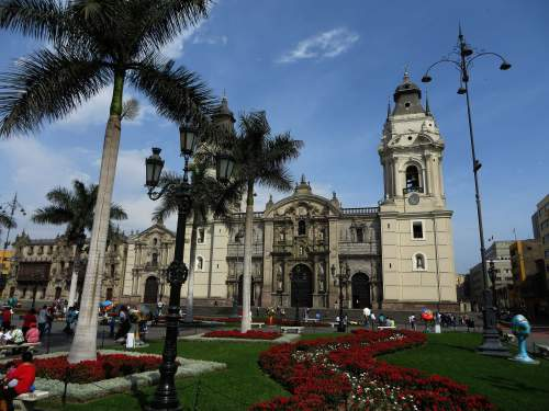 NATIONAL PARKS OF PERU [WHICH ARE BEST]: Plaza de las Armas, beautifully maintained with flowerbeds and pots.