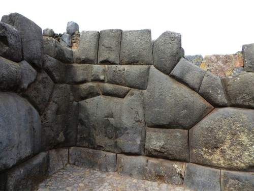 NATIONAL PARKS OF PERU [WHICH ARE BEST]: Saqsaywaman inca stones.